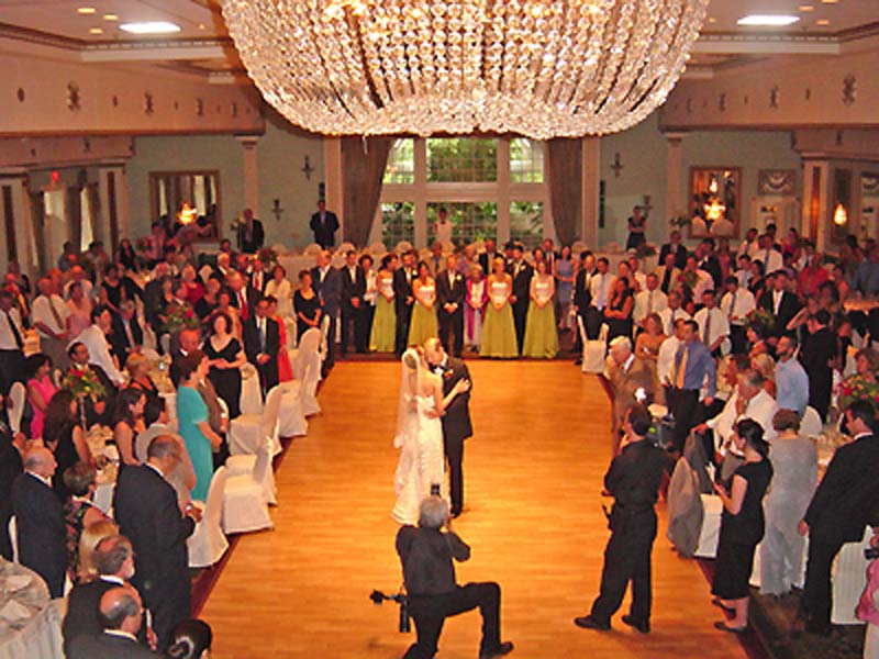 Modern Wedding Songs  Dance on First Dance  Bouquet Toss Song  Or Any Other Traditional Songs  Try